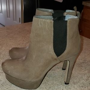 VINCE CAMUTO tan leather platform booties